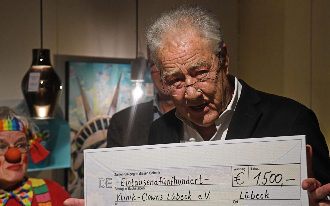 Skanbo-Cup bringt 1500 Euro für Lübecker Klinik-Clowns