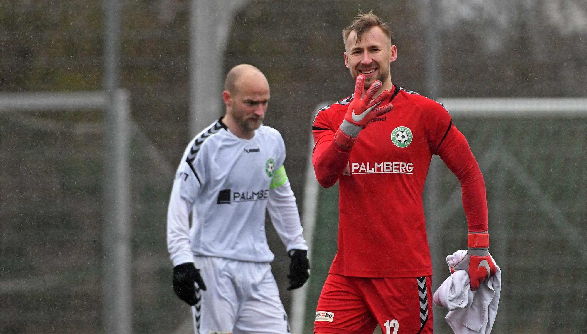 Unser Torwart Przemyslaw Szymura freut sich über das 4. Spiel ohne Gegentor in Folge.