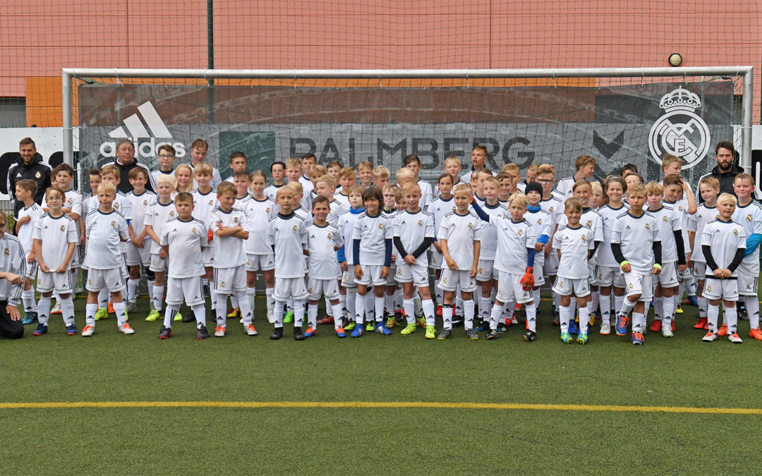 Kinder aus 15 Vereinen beim Real-Madrid-Camp in Schönberg