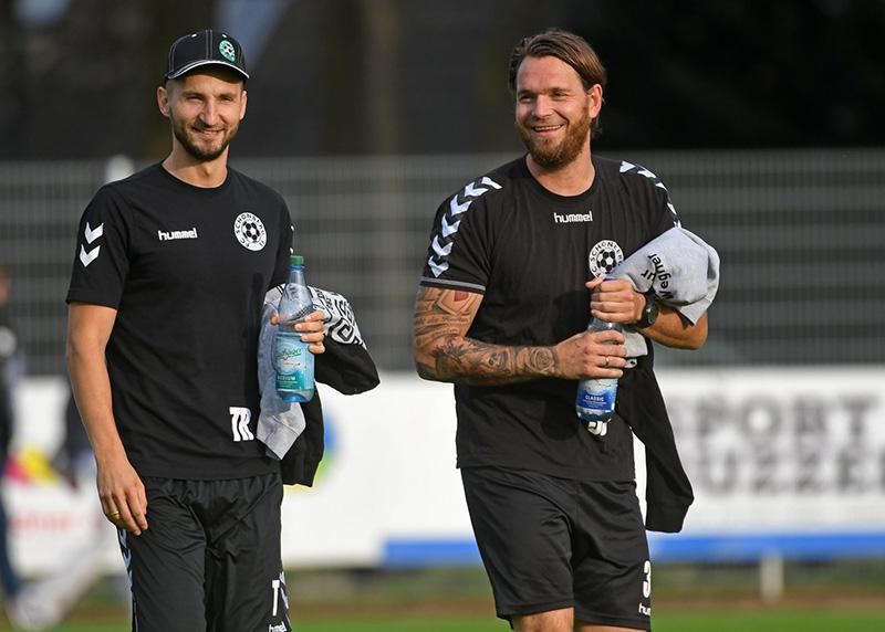 Thomas Manthey und Jan Pekrun bilden auch in Zukunft das Trainerteam des FC Schönberg 95