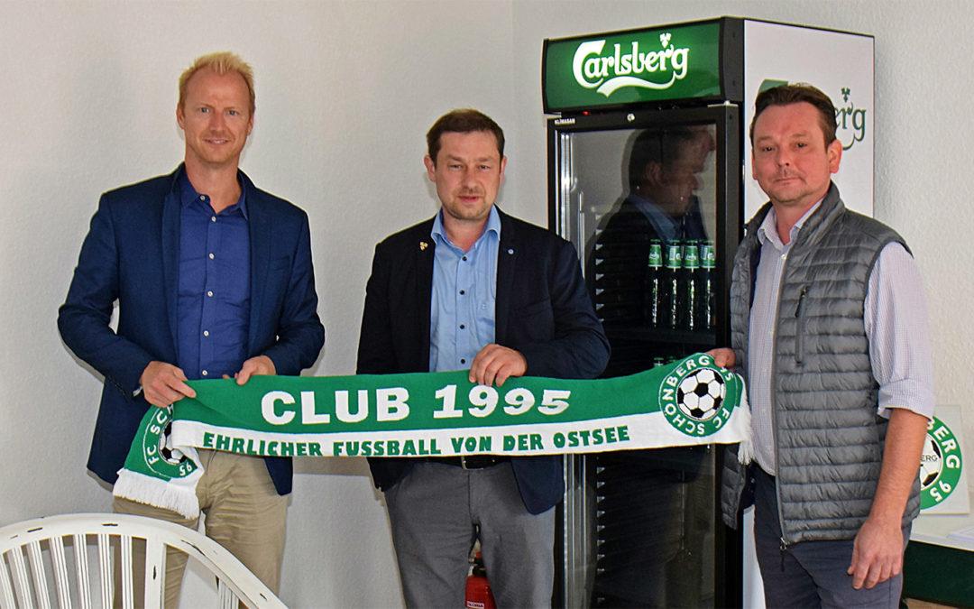 Carlsberg schenkt dem Club 1995 einen Kühlschrank